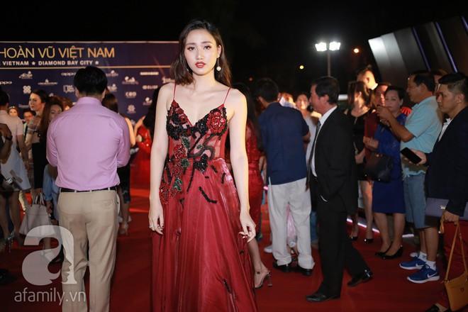 Hoa hậu Hoàn vũ 2008 Dayana Mendoza khoe vẻ đẹp tuyệt sắc, Mai Phương Thúy lộng lẫy như công chúa trên thảm đỏ chung kết Hoa hậu Hoàn vũ Việt Nam - Ảnh 12.