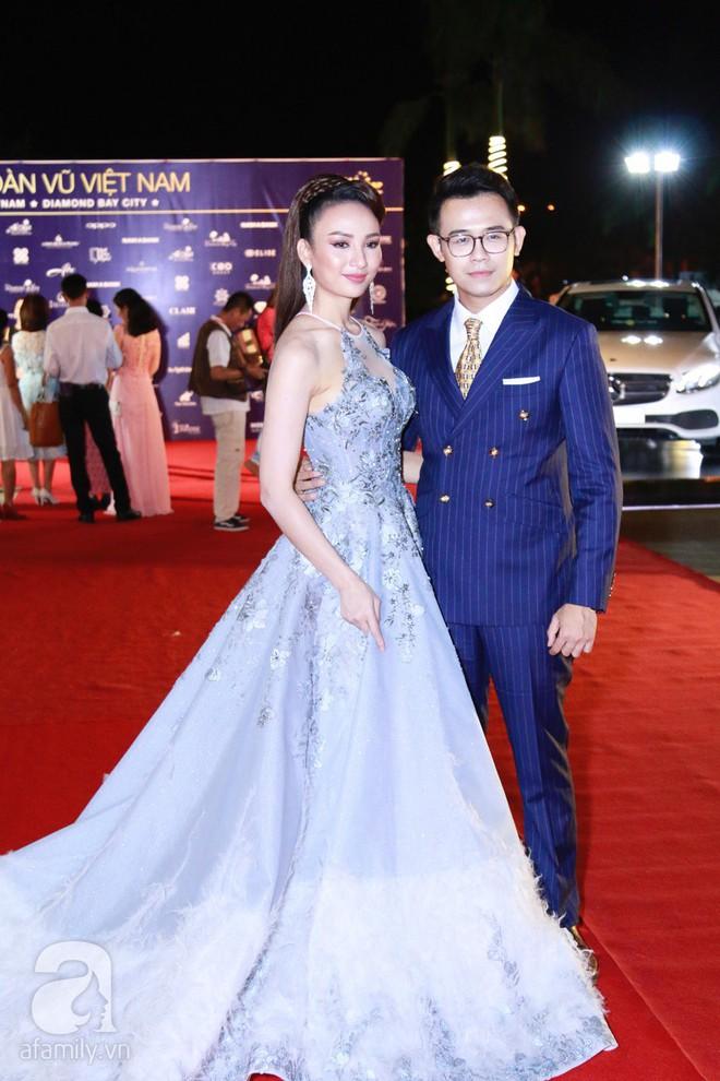 Hoa hậu Hoàn vũ 2008 Dayana Mendoza khoe vẻ đẹp tuyệt sắc, Mai Phương Thúy lộng lẫy như công chúa trên thảm đỏ chung kết Hoa hậu Hoàn vũ Việt Nam - Ảnh 18.