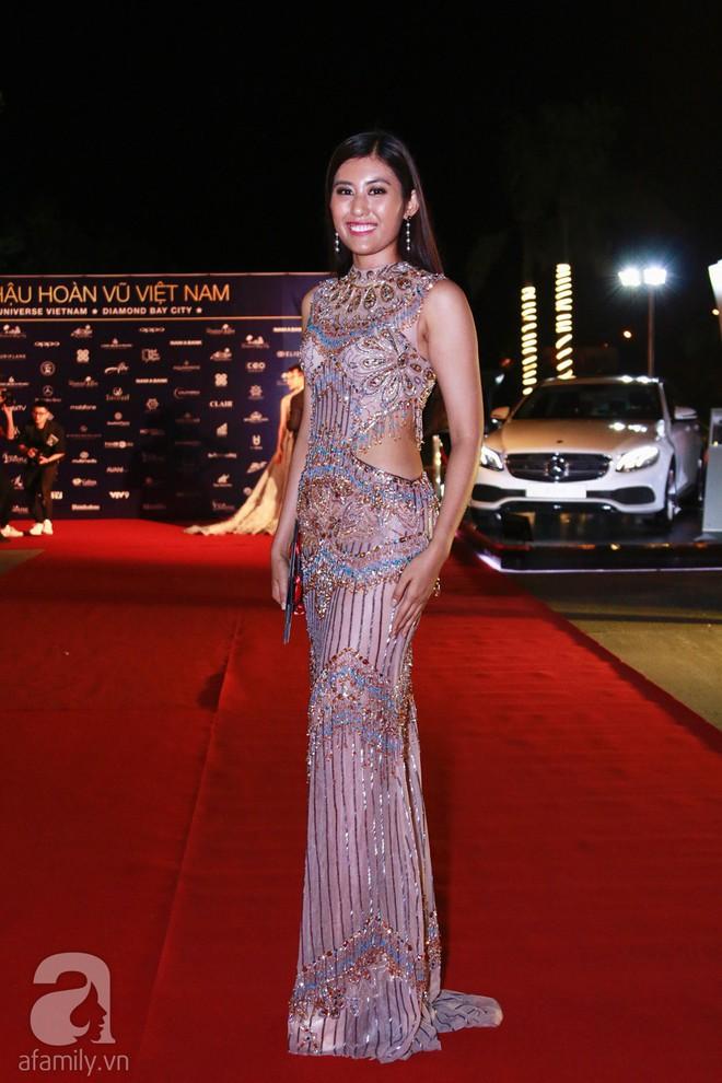 Hoa hậu Hoàn vũ 2008 Dayana Mendoza khoe vẻ đẹp tuyệt sắc, Mai Phương Thúy lộng lẫy như công chúa trên thảm đỏ chung kết Hoa hậu Hoàn vũ Việt Nam - Ảnh 17.