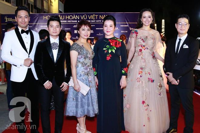 Hoa hậu Hoàn vũ 2008 Dayana Mendoza khoe vẻ đẹp tuyệt sắc, Mai Phương Thúy lộng lẫy như công chúa trên thảm đỏ chung kết Hoa hậu Hoàn vũ Việt Nam - Ảnh 8.