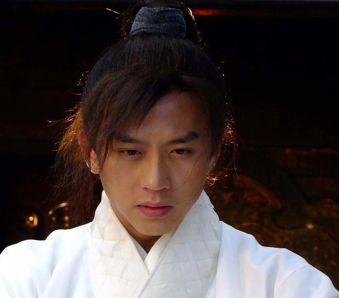 Fan sốc nặng khi anh hùng Trương Vô Kỵ bị biến thành môi đỏ, mắt to hệt như con gái - Ảnh 3.