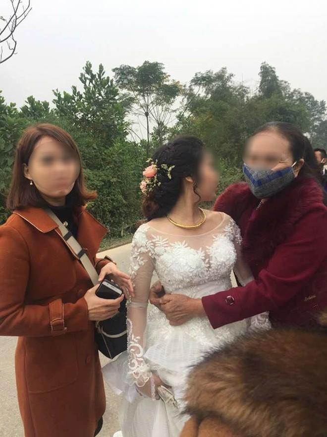 Nghệ An: Xe hoa bất ngờ lao xuống vệ đường, cô dâu chú rể may mắn thoát nạn - Ảnh 4.