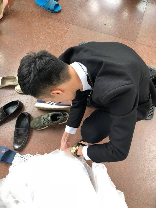 Đằng sau câu chuyện đi chụp ảnh cưới chồng đích thân trang điểm cho vợ khiến toàn MXH bị đốn tim - Ảnh 7.