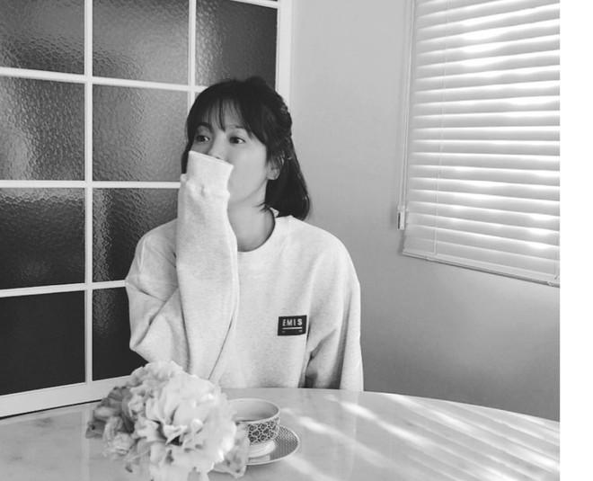 Bên trong tổ ấm Song Joong Ki - Song Hye Kyo: Nội thất tinh tế toàn hàng hiệu cùng sắc trắng tinh khôi - Ảnh 10.