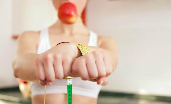 6 dấu hiệu chứng tỏ bạn đang phải chật vật với chuyện ăn uống của mình và tốt nhất nên trao đổi với bác sĩ - Ảnh 3.