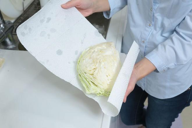 Thêm những công dụng hay ho của khăn giấy trong nhà bếp - Ảnh 3.