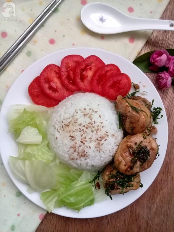 Bữa trưa văn phòng ngon miệng đơn giản với cơm gà rang lá chanh - Ảnh 5.