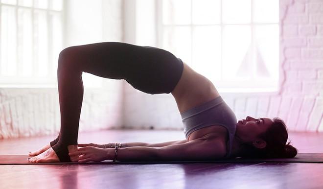 Những tư thế yoga giúp tăng cường sự dẻo dai và chắc khỏe xương - Ảnh 5.