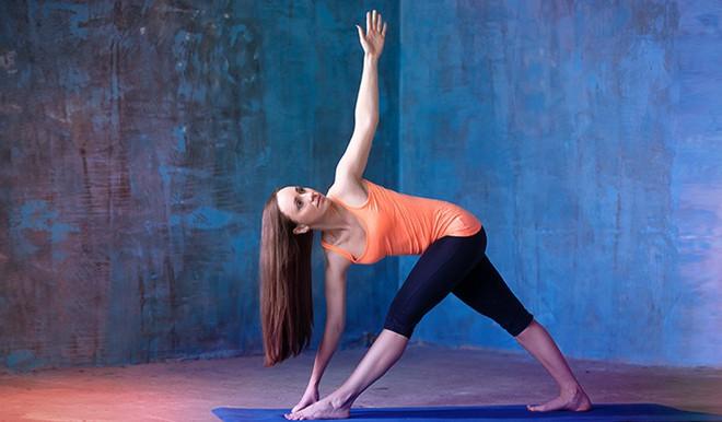 Những tư thế yoga giúp tăng cường sự dẻo dai và chắc khỏe xương - Ảnh 7.