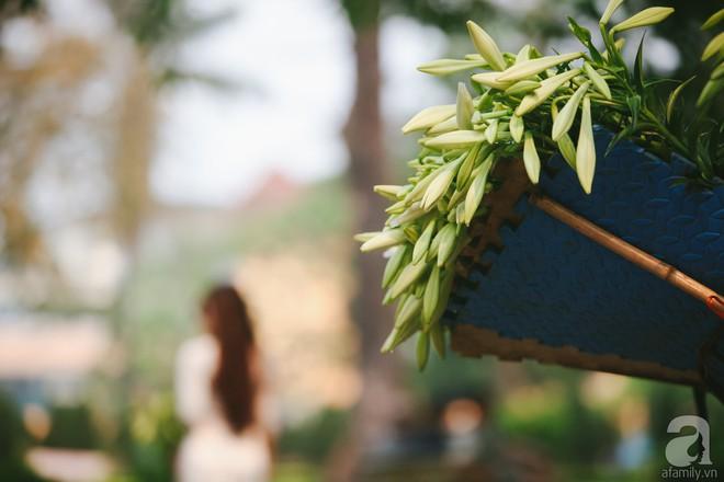 Hoa loa kèn trắng tinh khôi đã về trên phố Hà Nội, chị em nhanh tay mua kẻo hết mùa - Ảnh 8.