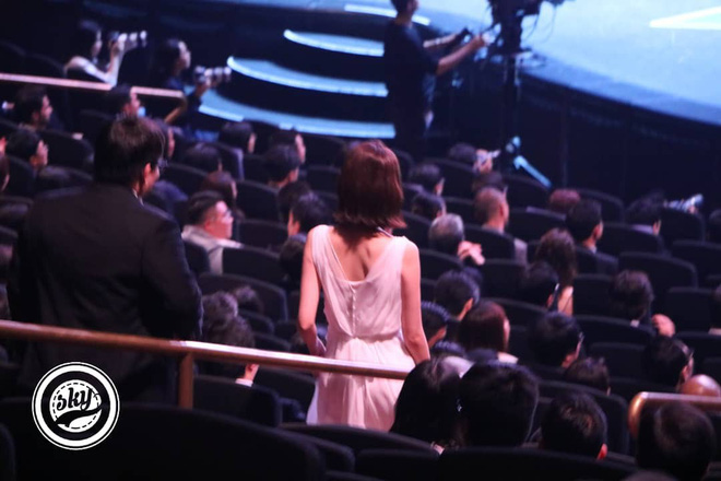 Lộ mặt dài, cơ thể gầy đến mức lộ xương ngực, Yoona vẫn trở thành nữ thần của thảm đỏ hot nhất hôm nay! - Ảnh 12.