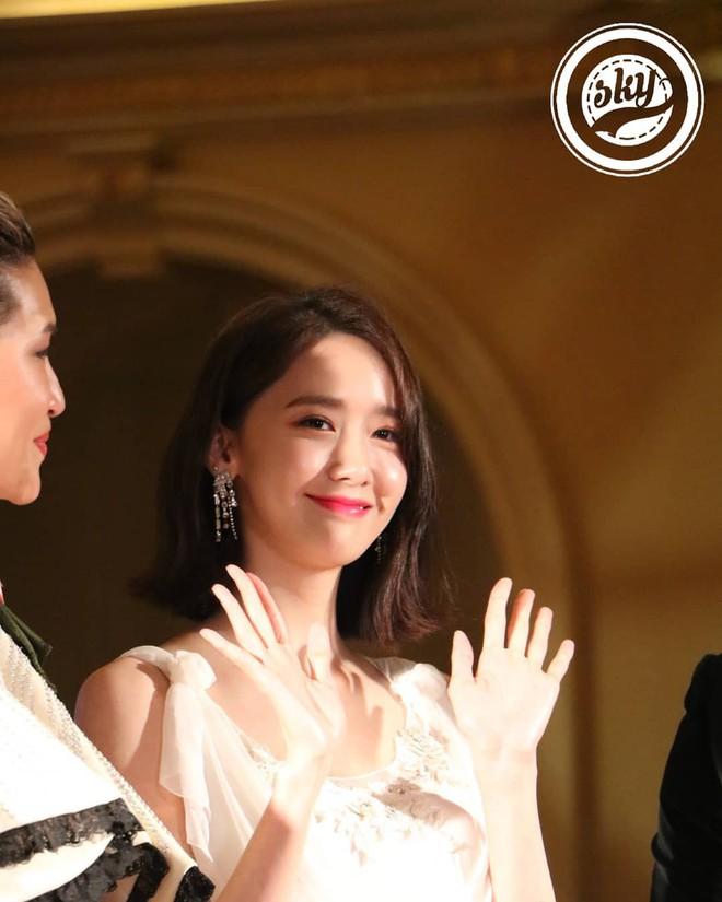 Lộ mặt dài, cơ thể gầy đến mức lộ xương ngực, Yoona vẫn trở thành nữ thần của thảm đỏ hot nhất hôm nay! - Ảnh 7.