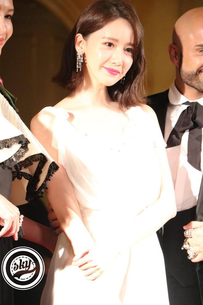 Lộ mặt dài, cơ thể gầy đến mức lộ xương ngực, Yoona vẫn trở thành nữ thần của thảm đỏ hot nhất hôm nay! - Ảnh 8.