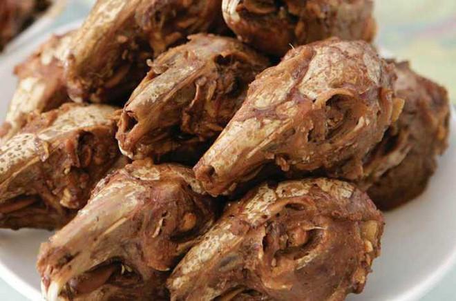 Chuột bao tử ăn sống, gà khô để nguyên lông là 2 trong 5 món ăn kỳ quái nhất Trung Quốc, người phàm ăn nhất cũng ái ngại - Ảnh 6.