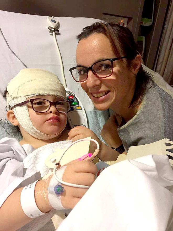 Đưa con đi khám mắt định kì, kết quả chẩn đoán của bác sĩ khiến mẹ rụng rời tay chân - Ảnh 2.
