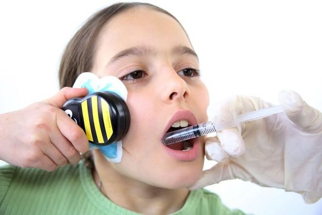 Chú ong đáng yêu giúp bé con chống chọi với nỗi sợ đau khi tiêm phòng trong tích tắc - Ảnh 4.