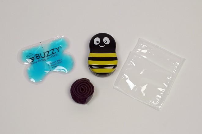 Chú ong đáng yêu giúp bé con chống chọi với nỗi sợ đau khi tiêm phòng trong tích tắc - Ảnh 1.