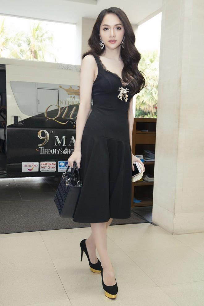 Sau ngày đăng quang, Hoa hậu Hương Giang vẫn chăm diện lại đồ cũ - Ảnh 4.