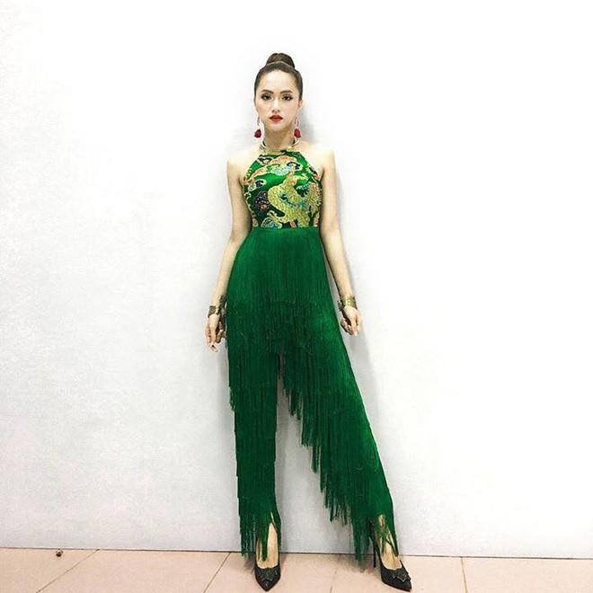 Sau ngày đăng quang, Hoa hậu Hương Giang vẫn chăm diện lại đồ cũ - Ảnh 8.