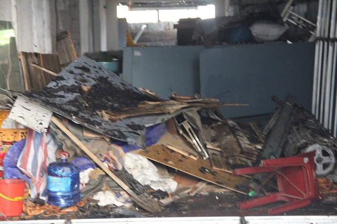 Hà Nội: Cột khói bốc cao hàng chục mét từ đám cháy ngôi nhà mặt phố - Ảnh 5.