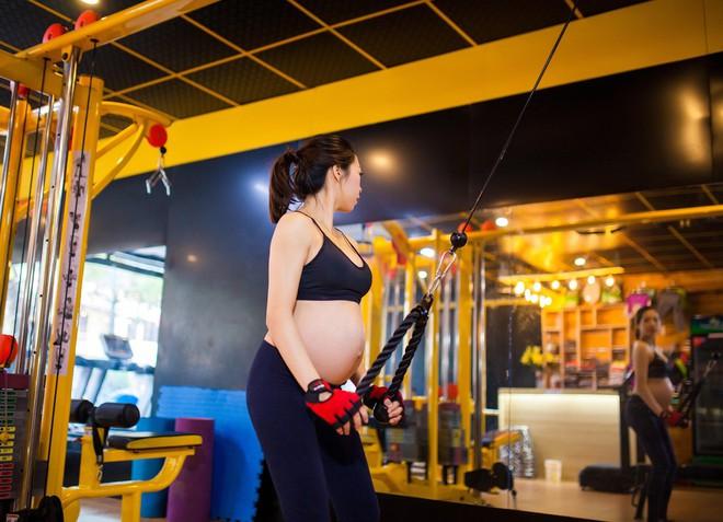 Vòng eo giảm từ 85cm xuống 65cm sau 2 tháng, đây là cách giảm cân sau sinh siêu đẳng của bà mẹ trẻ - Ảnh 11.