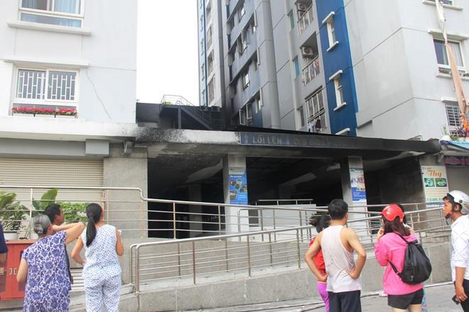 Hiện trường vụ cháy khiến hơn 40 người thương vong: Người dân nằm la liệt, ăn đồ từ thiện vì không vào được nhà - Ảnh 7.