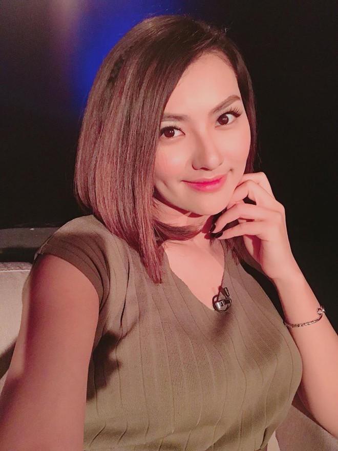 Soi nhất cử nhất động của sao Việt (22/3) - Ảnh 9.