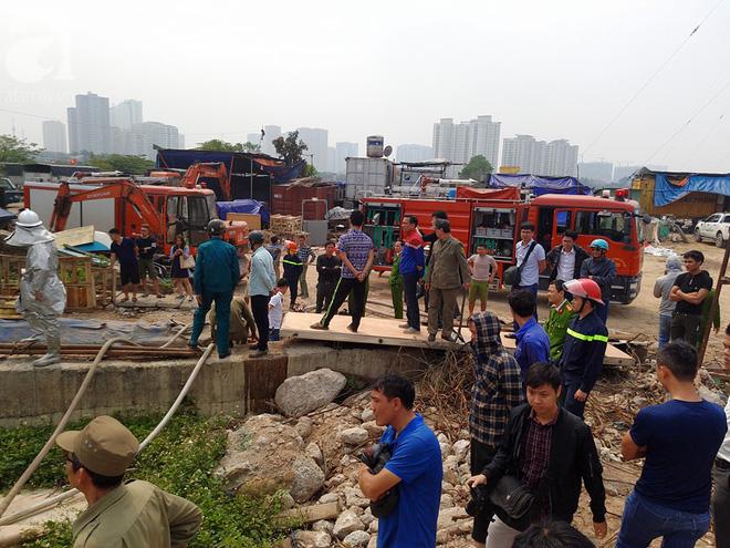 Hà Nội: Cháy lớn tại bãi rác, cạnh khu nhà tạm nhiều người hốt hoảng - Ảnh 7.