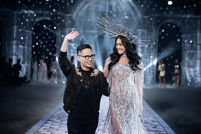 Chị đại Lukkade mặc đầm của NTK Chung Thanh Phong ghi hình The Face Thái 2018 - Ảnh 6.
