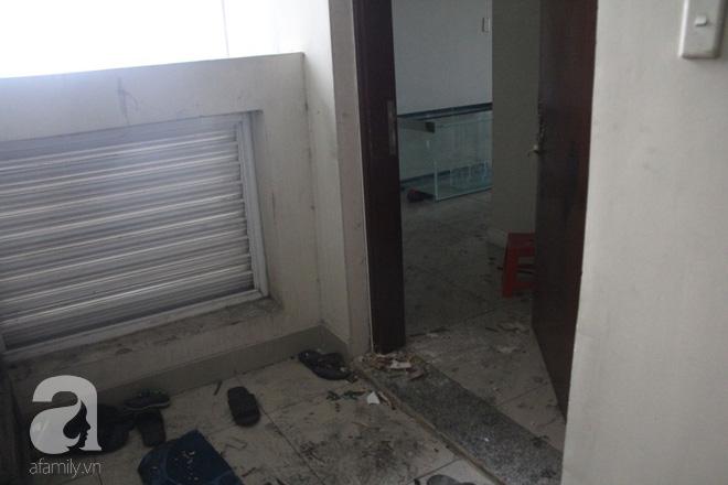 30 giờ sau vụ cháy chung cư Carina: Khung cảnh hoang tàn, người dân được vào nhà tìm những đồ vật còn sót lại - Ảnh 17.
