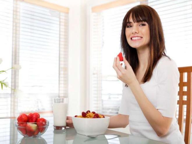 Chỉ ăn thêm rau là không đủ, hãy thực hiện các bước sau để đối phó với chứng bệnh táo bón - Ảnh 2.