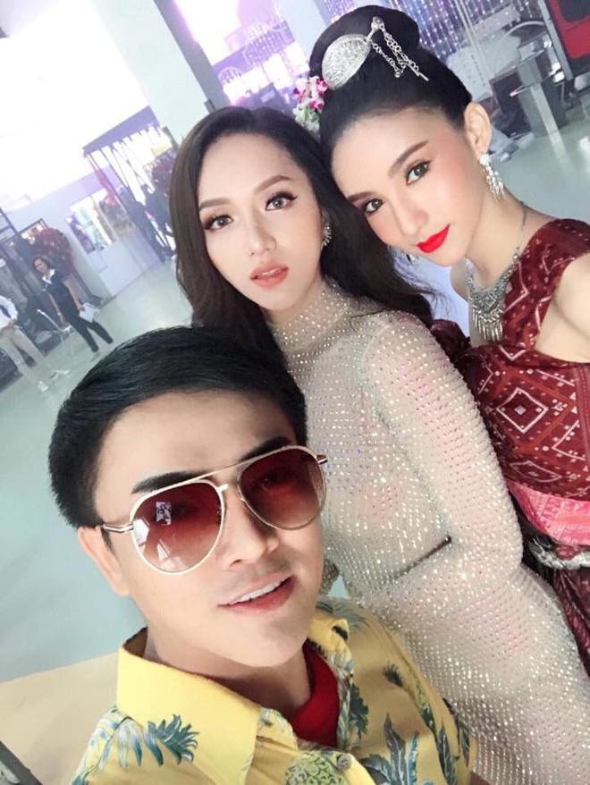 Cùng đọ sắc trong một khung hình, Hoa hậu Hương Giang và Á hậu Yoshi khiến fan loạn nhịp vì đẹp sắc nước hương trời - Ảnh 5.