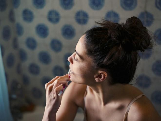 Lưỡi của bạn có thể rất bẩn cùng vô số vi khuẩn và đây là cách làm sạch chúng - Ảnh 3.