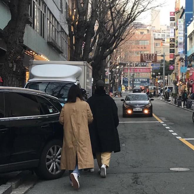 Ngọt ngào như cặp đôi Song Song: Vợ đến Busan dự sự kiện, chồng nhất quyết đi cùng để hẹn hò - Ảnh 1.