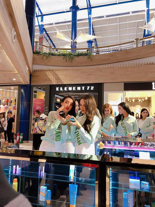 Cùng đọ sắc trong một khung hình, Hoa hậu Hương Giang và Á hậu Yoshi khiến fan loạn nhịp vì đẹp sắc nước hương trời - Ảnh 8.