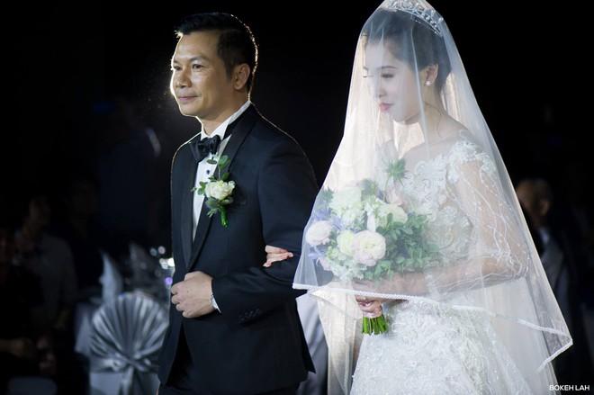 Cận cảnh đám cưới kỳ công xanh màu đại dương của Shark Hưng (Thương vụ bạc tỷ) và cô dâu Á hậu - Ảnh 13.