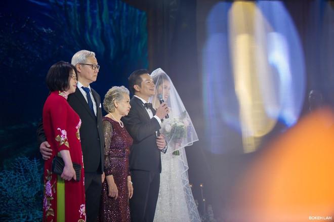 Cận cảnh đám cưới kỳ công xanh màu đại dương của Shark Hưng (Thương vụ bạc tỷ) và cô dâu Á hậu - Ảnh 14.