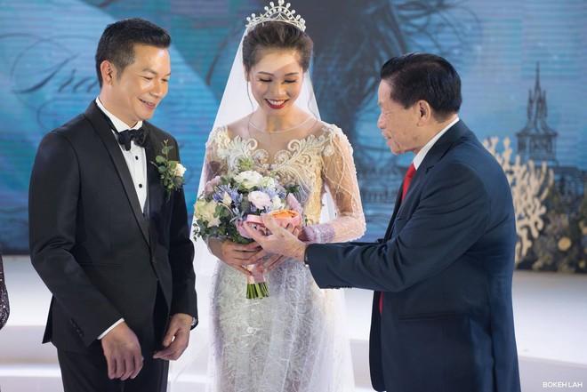 Cận cảnh đám cưới kỳ công xanh màu đại dương của Shark Hưng (Thương vụ bạc tỷ) và cô dâu Á hậu - Ảnh 16.