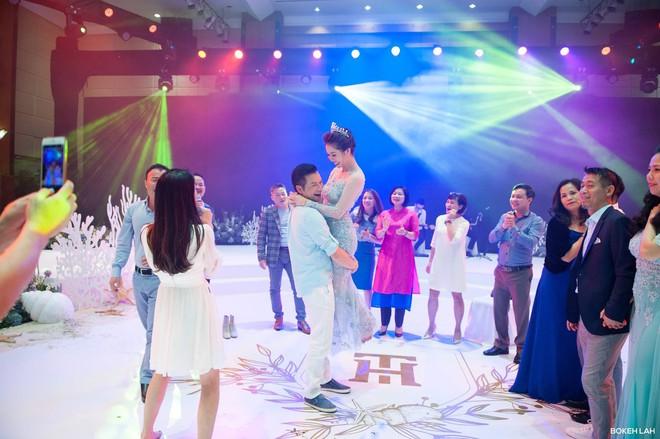Cận cảnh đám cưới kỳ công xanh màu đại dương của Shark Hưng (Thương vụ bạc tỷ) và cô dâu Á hậu - Ảnh 24.