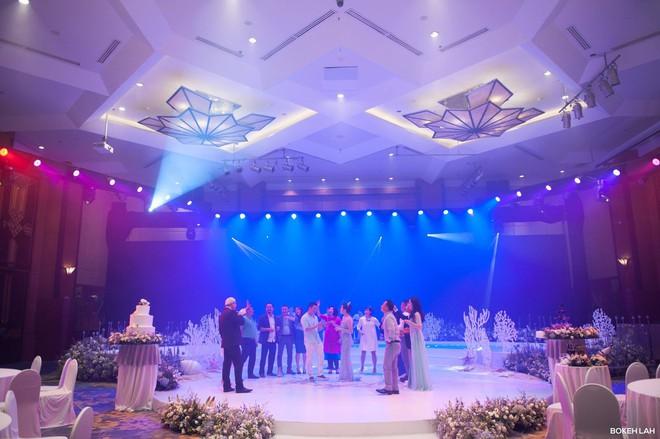 Cận cảnh đám cưới kỳ công xanh màu đại dương của Shark Hưng (Thương vụ bạc tỷ) và cô dâu Á hậu - Ảnh 25.