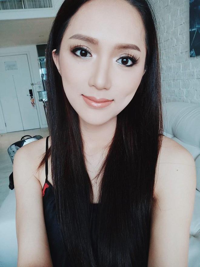 Dưới bàn tay trang điểm của chuyên gia người Thái, nhan sắc của Hoa hậu Hương Giang trông khác lạ bất ngờ - Ảnh 2.