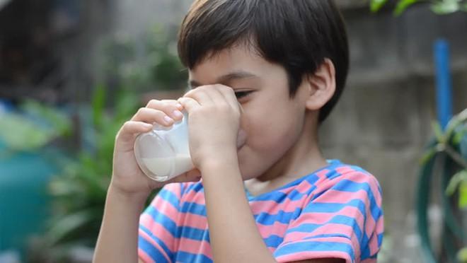 Chuyên gia dinh dưỡng hướng dẫn cách bổ sung chất đạm để trẻ phát triển tốt nhất - Ảnh 3.