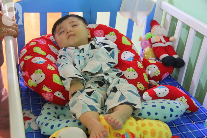 Tình hình hiện tại của bé não úng thủy Đức Lộc cùng với hơn 100 đứa trẻ bị bố mẹ bỏ rơi ở mái ấm Đức Quang - Ảnh 2.