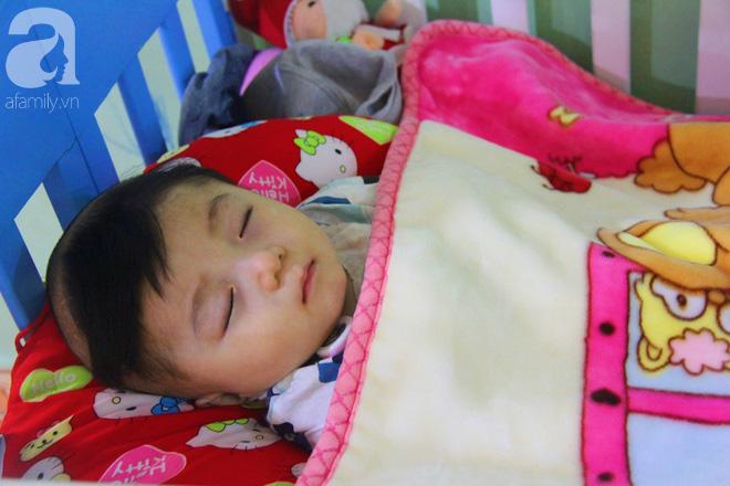 Tình hình hiện tại của bé não úng thủy Đức Lộc cùng với hơn 100 đứa trẻ bị bố mẹ bỏ rơi ở mái ấm Đức Quang - Ảnh 5.