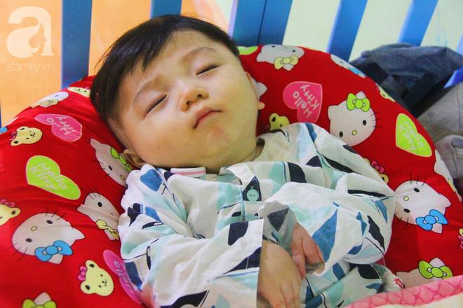 Tình hình hiện tại của bé não úng thủy Đức Lộc cùng với hơn 100 đứa trẻ bị bố mẹ bỏ rơi ở mái ấm Đức Quang - Ảnh 3.
