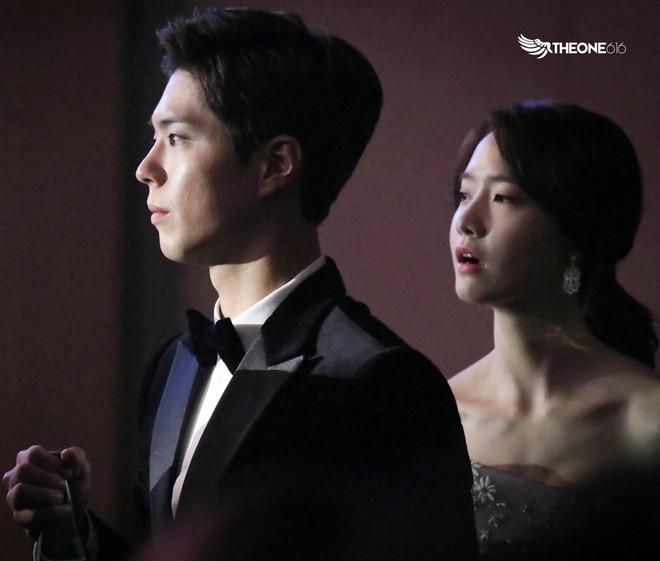 Cặp đôi cực phẩm Yoona và Park Bo Gum: Tình cờ nhiều lần như định mệnh, tình ý bùng nổ còn hơn phim - Ảnh 15.