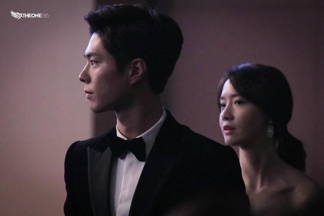 Cặp đôi cực phẩm Yoona và Park Bo Gum: Tình cờ nhiều lần như định mệnh, tình ý bùng nổ còn hơn phim - Ảnh 16.
