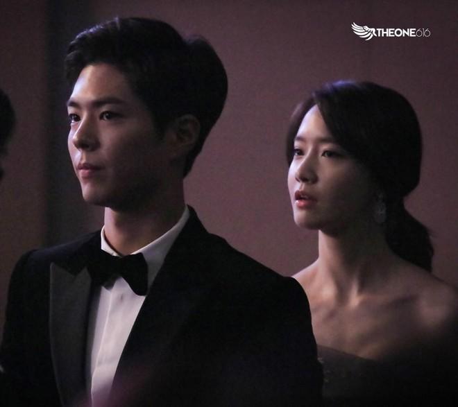Cặp đôi cực phẩm Yoona và Park Bo Gum: Tình cờ nhiều lần như định mệnh, tình ý bùng nổ còn hơn phim - Ảnh 17.