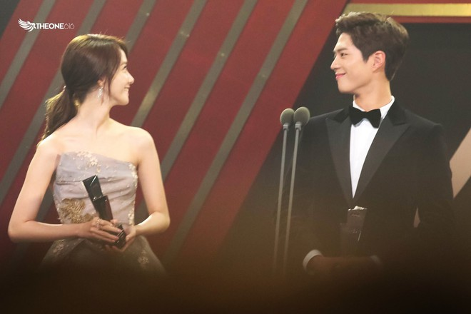 Cặp đôi cực phẩm Yoona và Park Bo Gum: Tình cờ nhiều lần như định mệnh, tình ý bùng nổ còn hơn phim - Ảnh 18.
