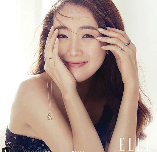 Choi Ji Woo, Song Hye Kyo, Thư Kỳ, Lâm Chí Linh, Từ Nhược Tuyên..., những mỹ nhân bình tĩnh sống chờ hạnh phúc kẹt xe tới đón - Ảnh 2.